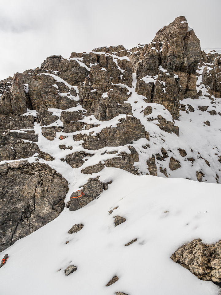 The final defense of the summit is the strongest one but there is a clearly marked route that picks its way through the towers with only moderate scrambling required.