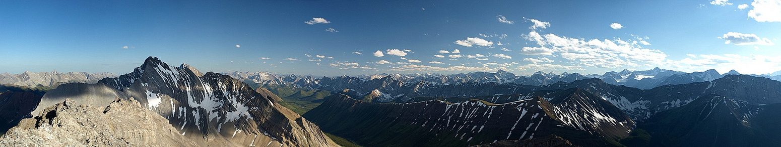 Panorama from Storm (L) to Grizzly / Highwood Ridge with Tyrwhitt, Pocaterra, Joffre and many other.