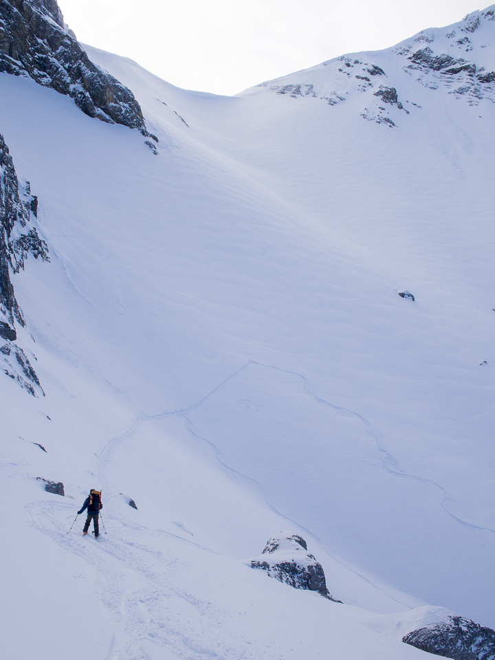 "Wietse traverses from the col to ""Super Slope""."