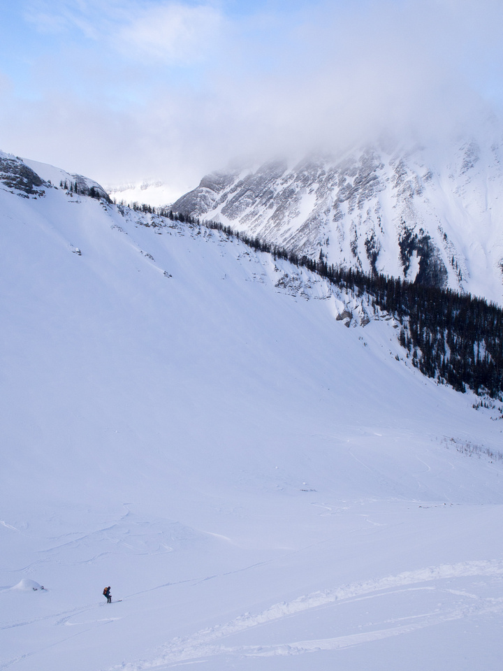 Wietse skis down into Commonwealth Creek valley.