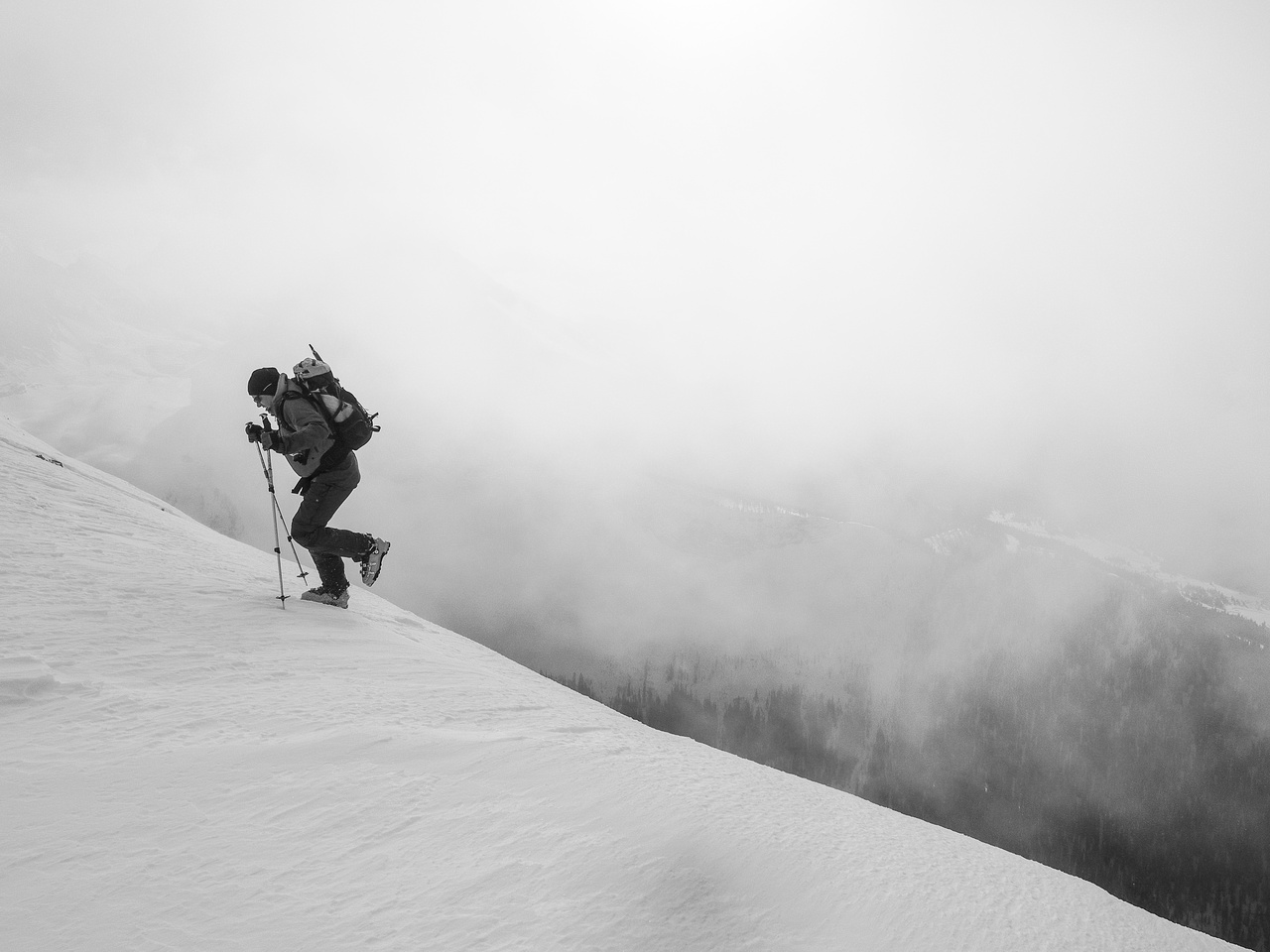 Wietse comes up a bump in the ridge as we're enveloped in clouds.