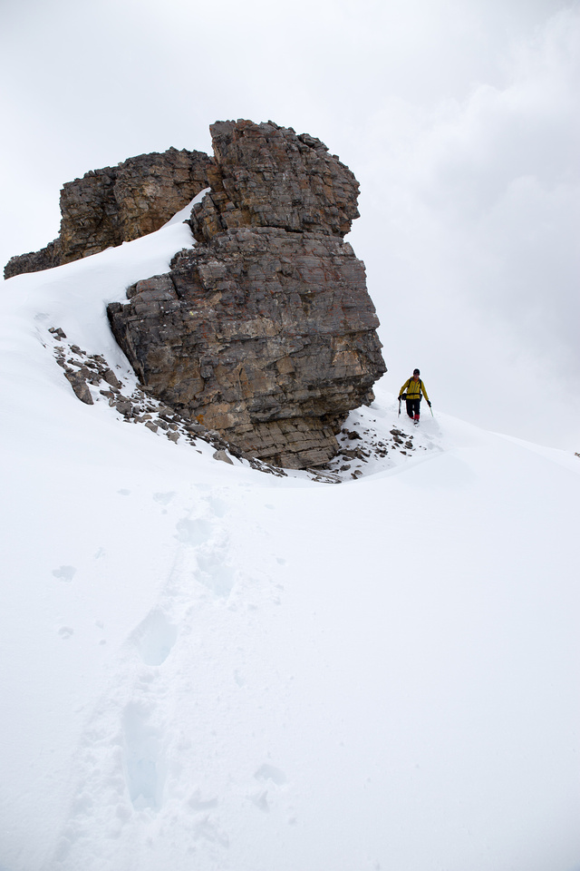 Raff descends a section of the ridge. There's some elevation loss before you reach the summit block.