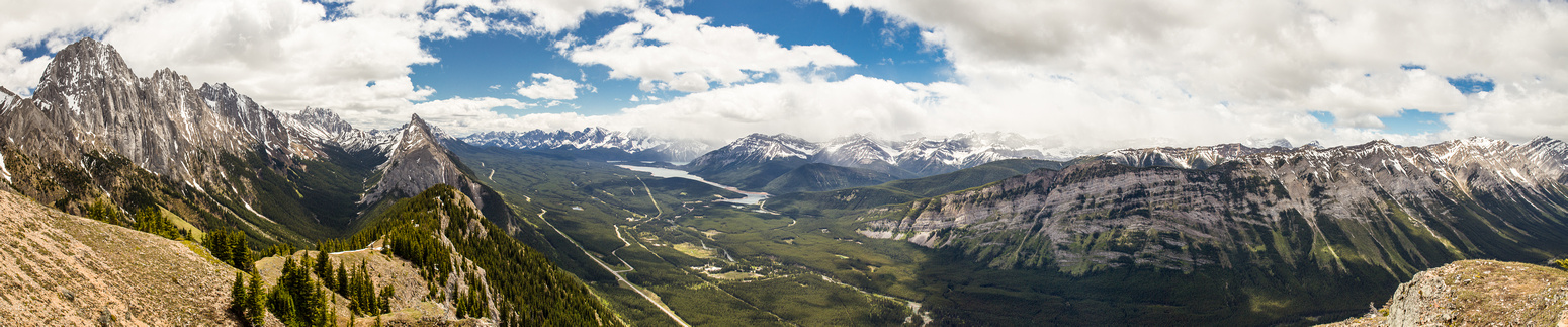 Stunning views south along the Opal Range and towards the Kananaskis Lakes.