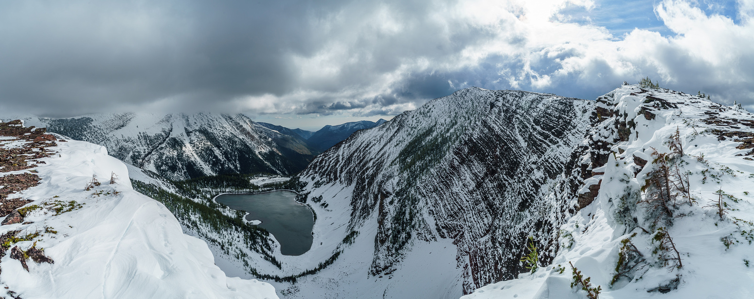 Great views over Rowe Lakes from the ridge to the summit.