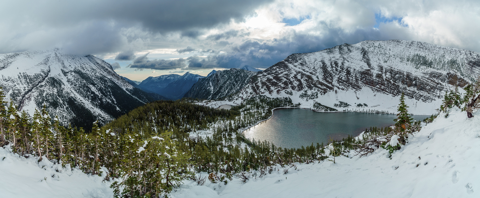 It's a winter wonderland as I look back from the ridge. Rowe at right above the lake.