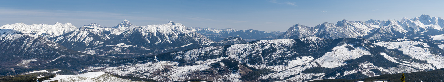 Views to the Crowsnest Pass include Phillipps, Sentry, Chinook and Ptolemy (R).