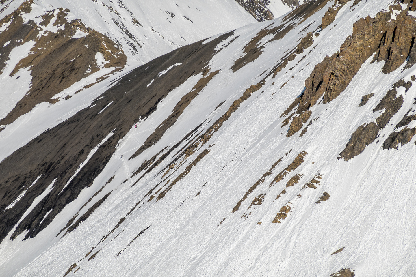Two skiers make their way to the Robertson Col.