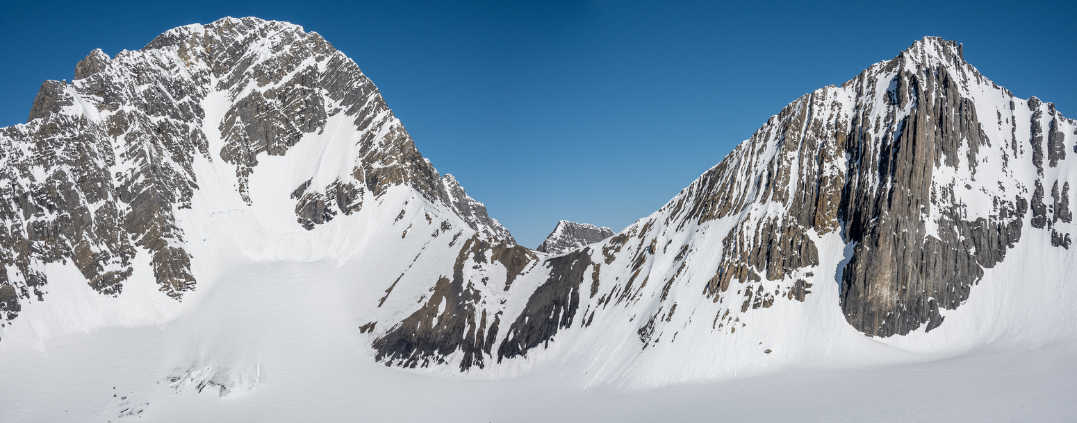 Views over the Robertson col to Sir Douglas (L) and Mount Robertson (R).