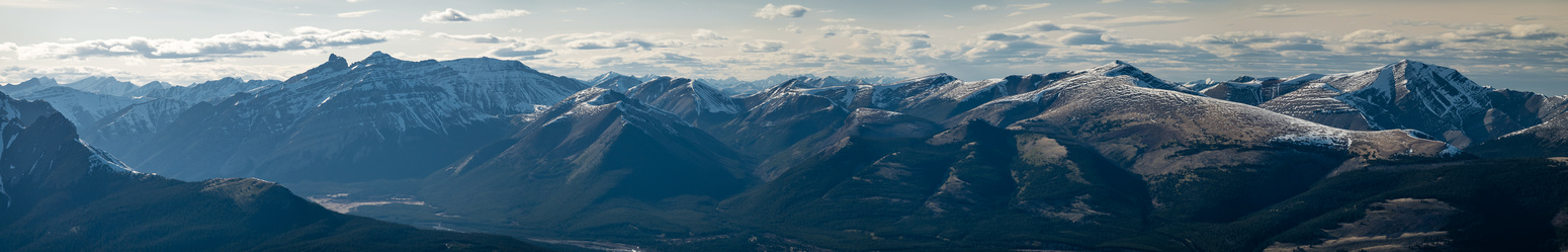 Striking views across the Clearwater River to Indian L/O (L), Lost Guide and unnamed summits.