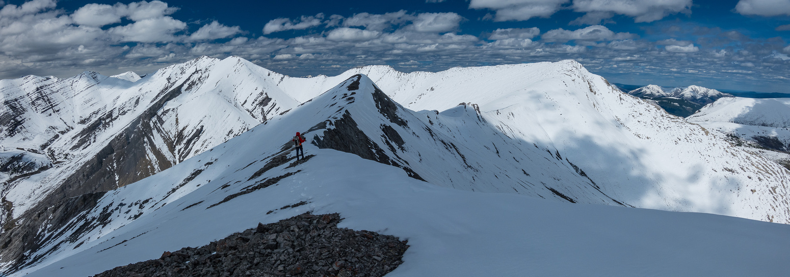 Views ahead to Wingnut (R) and Canary (L) Peak.