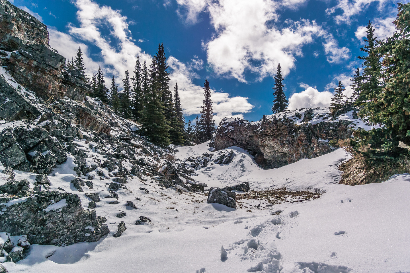 We descended off the summit to the northwest to a nice sheltered lunch spot.