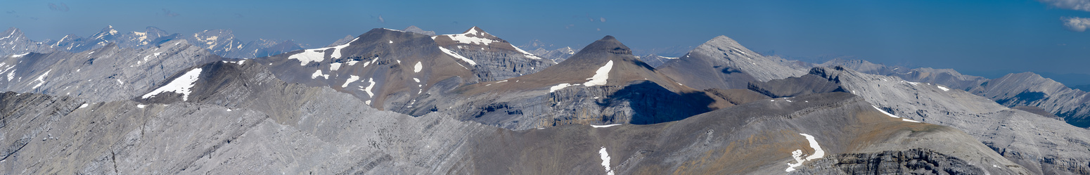 Cougar Peak (L) in front of Outlaw, Cornwall Banded Peak and Mount Glasgow (R).