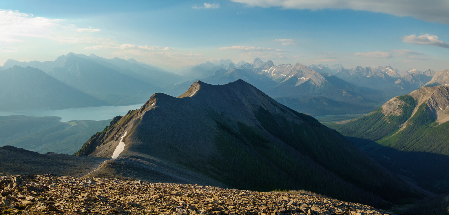 Hiking along the ridge to the lower Fortulent peaks.