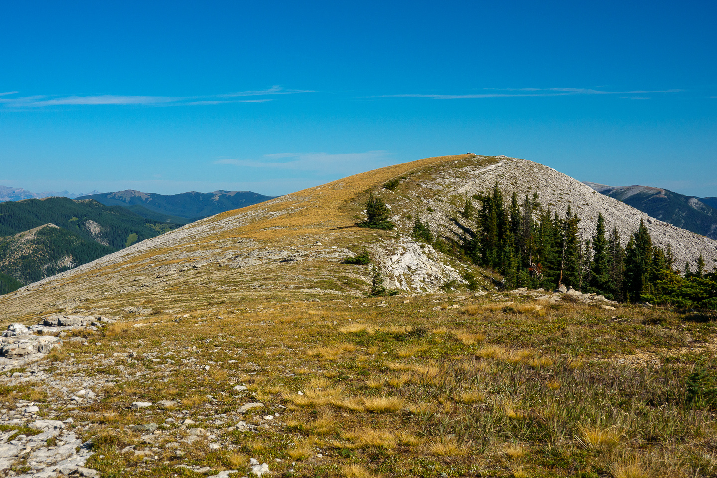 Hiking to the north summit on a perfect late summer day.