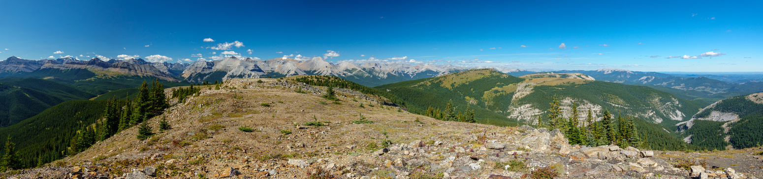 Views back along the entire Forgetmenot Mountain massif.