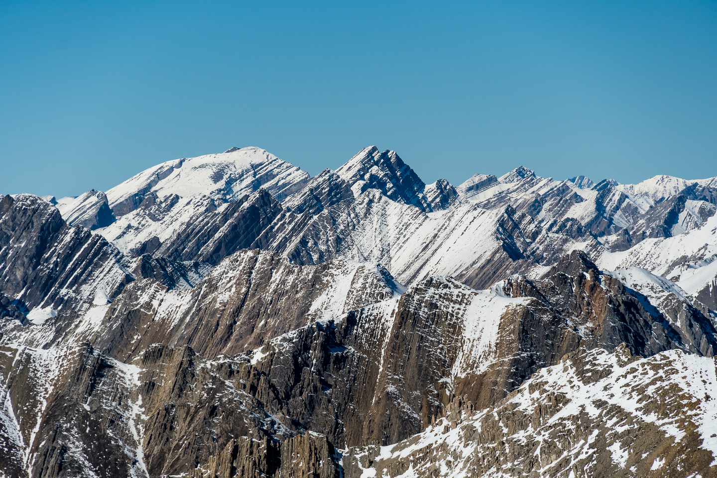 Bonnet Peak is just visible over the rounded foreground summit at left of center. Noetic to its R.