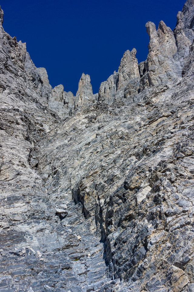 Looking up the scramble gully. Take the main gully up until the trail goes climber's right through the devil's horns.