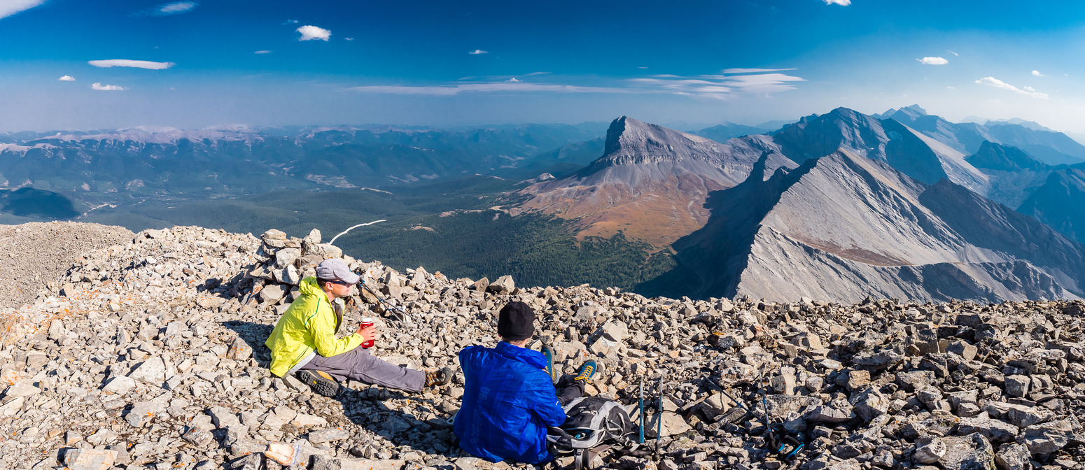 Enjoying a very pleasant summit with great views south towards Beehive and Tornado now.