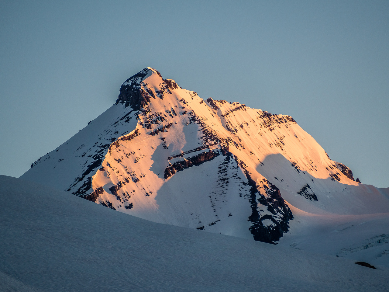 At around 05:50 the entire east face of Mount King Edward is lit up with warm morning sunshine.
