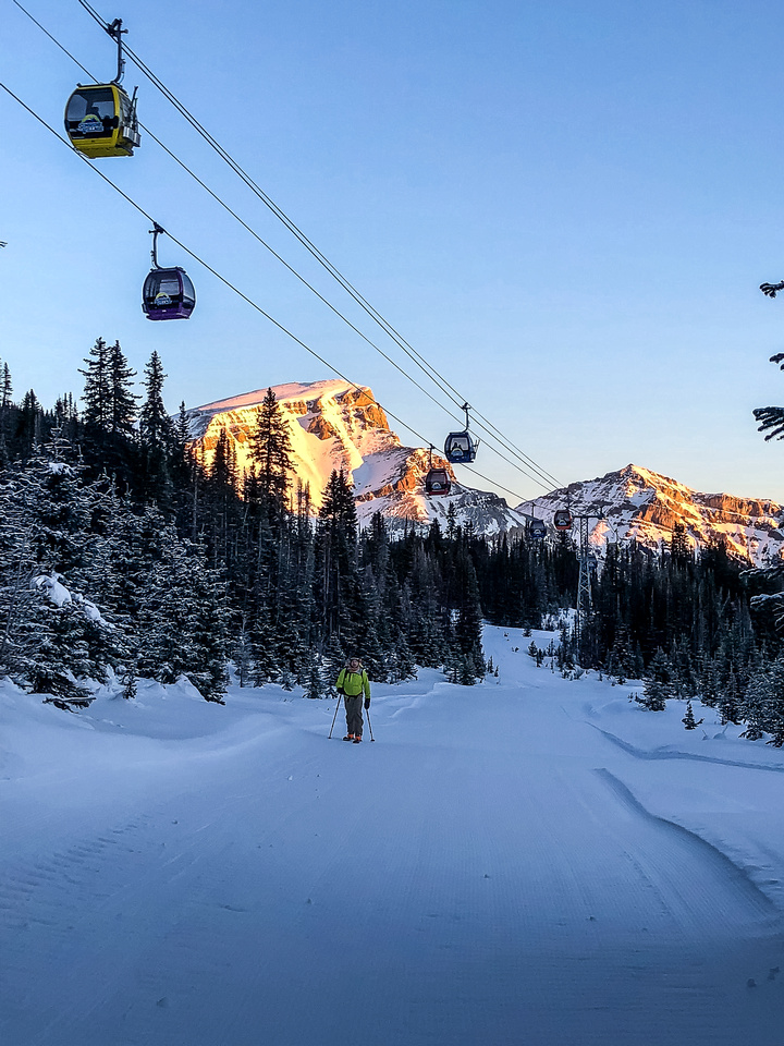 A nice sunrise as we skin up under the gondola. Taking the ski-out instead of the gondola adds ~500 vertical meters and 8km to the day.