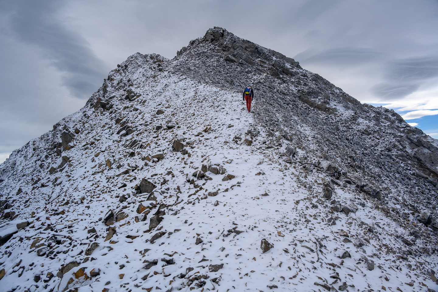 Traversing to the summit of Mount Loomis.