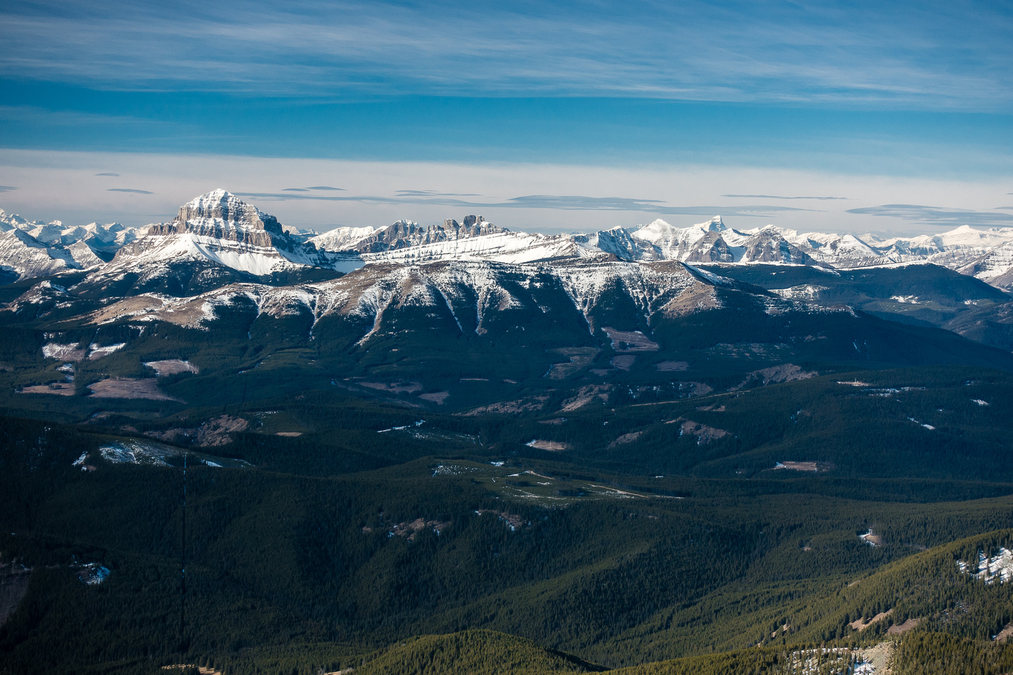 Great views over McGillivray Ridge and Ma Butte towards Crowsnest Mountain and the Ward / Window / Allison.