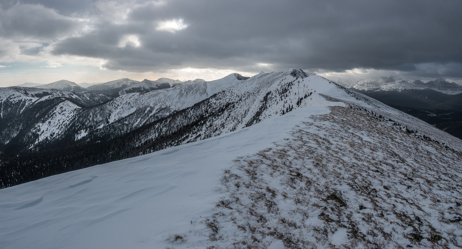 It's a dark, gloomy morning as we look 2+ km down the north ridge to the summit in the far distance at center.