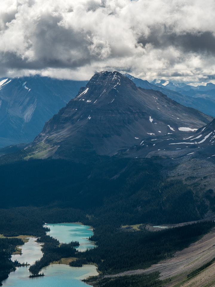 Bow Peak rises over the south end of Bow Lake and Crowfoot Pass to its right.