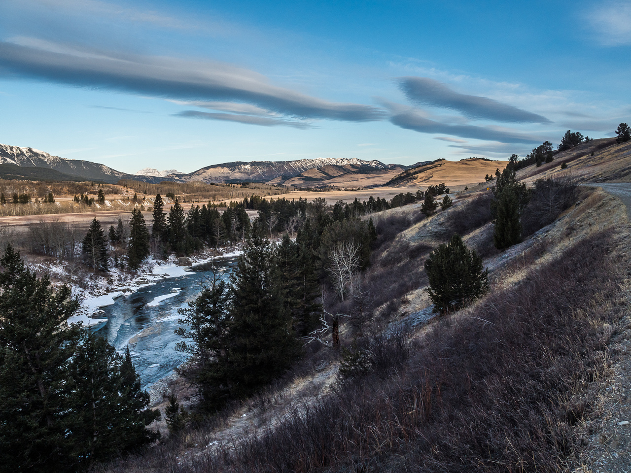 Lovely shot off the main road on the north side of the Oldman River (at lower left).