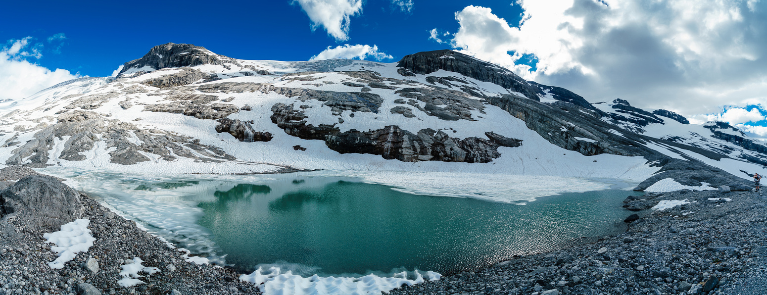 Hiking alongside the largest of the tarns.