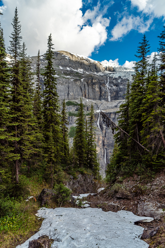 Starting to run into snow patches - note the plunging waterfalls across Icefall Brook Valley.