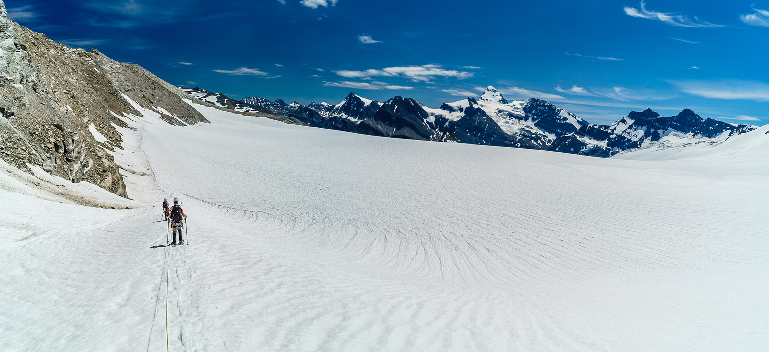 Finally approaching the bottom icefield leading towards the south shoulder of Arctomys that we'll ascend another 400m.