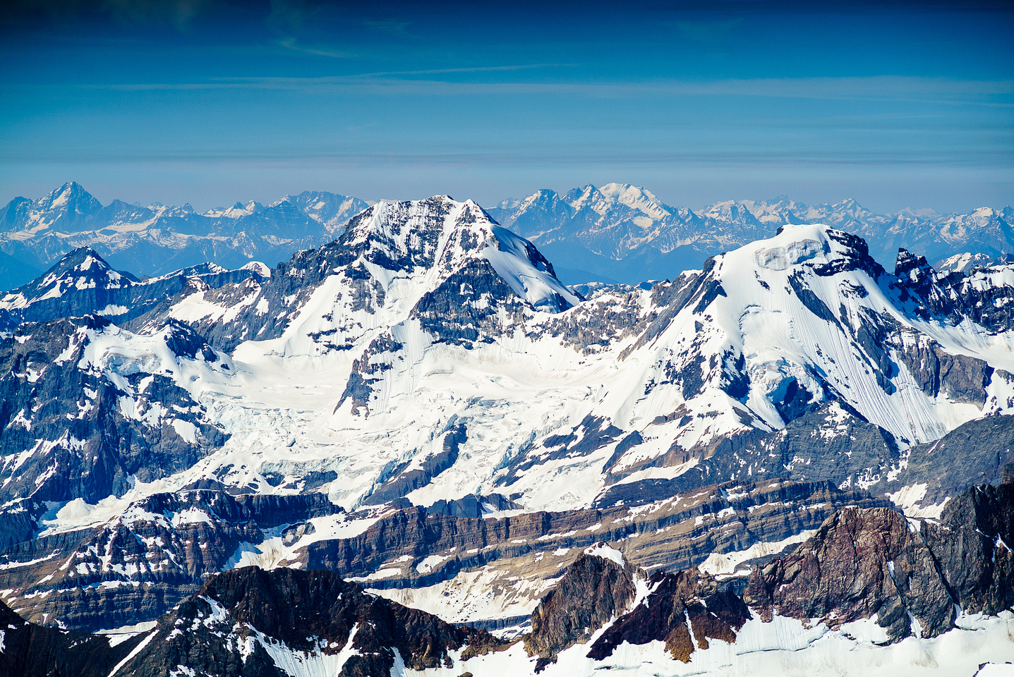 Sir Donald (L) and Mount Rogers (R) in the distance with Rostrum, Bush and Icefall peaks in the foreground.