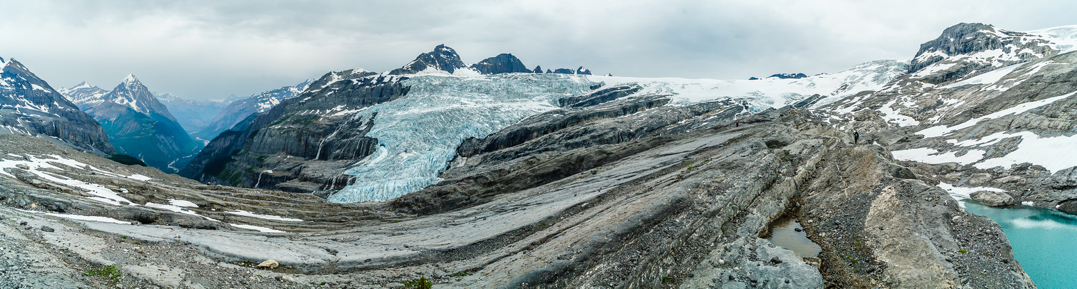 Much more blue ice visible now. You can see the slabby terrain below, that should be avoided as much as possible.