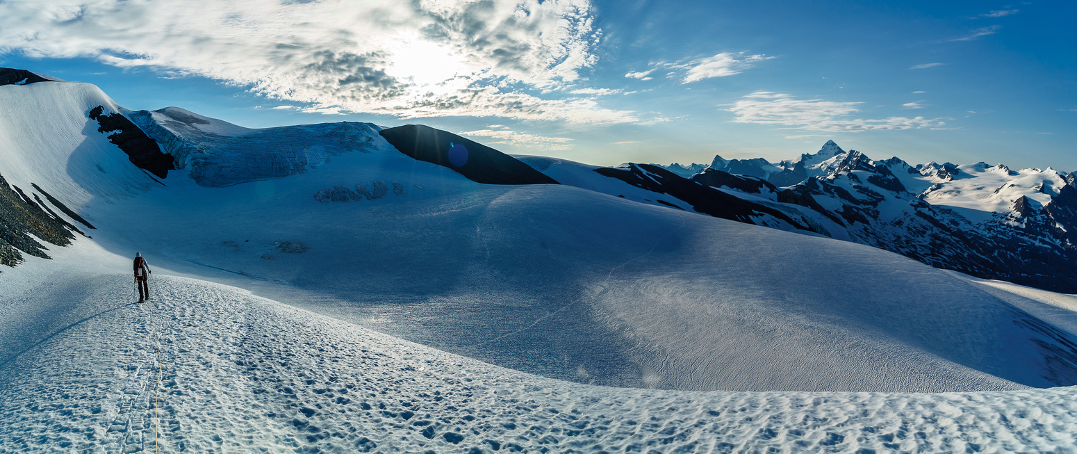 Yet another trip down from the hut towards the south ridge of Lyell V!