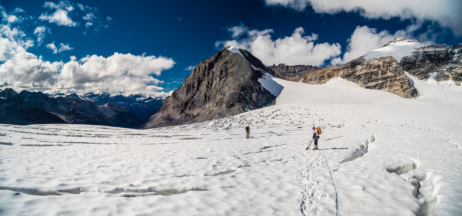 Descending the upper west Alexandra Glacier with the awesome bowl from Coral to Fresnoy in front of us.