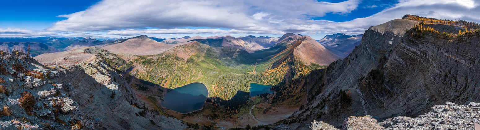 Descending from Kishinena Peak to Sage Pass with views over the Twin Lakes.