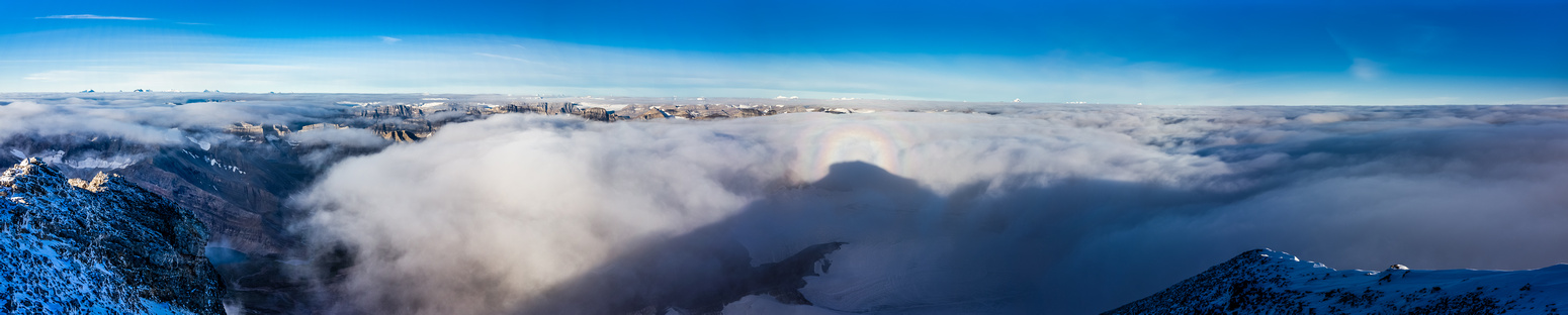 Looking west over the carpet of clouds. Only giants are showing.