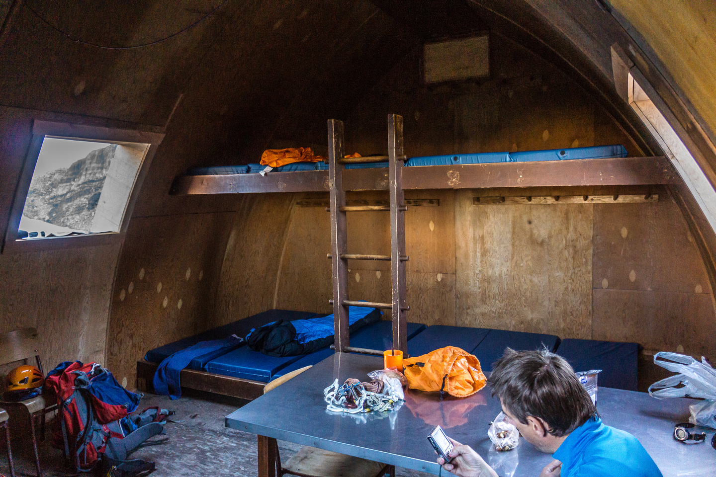 Inside the cozy - and empty - Hind Hut.