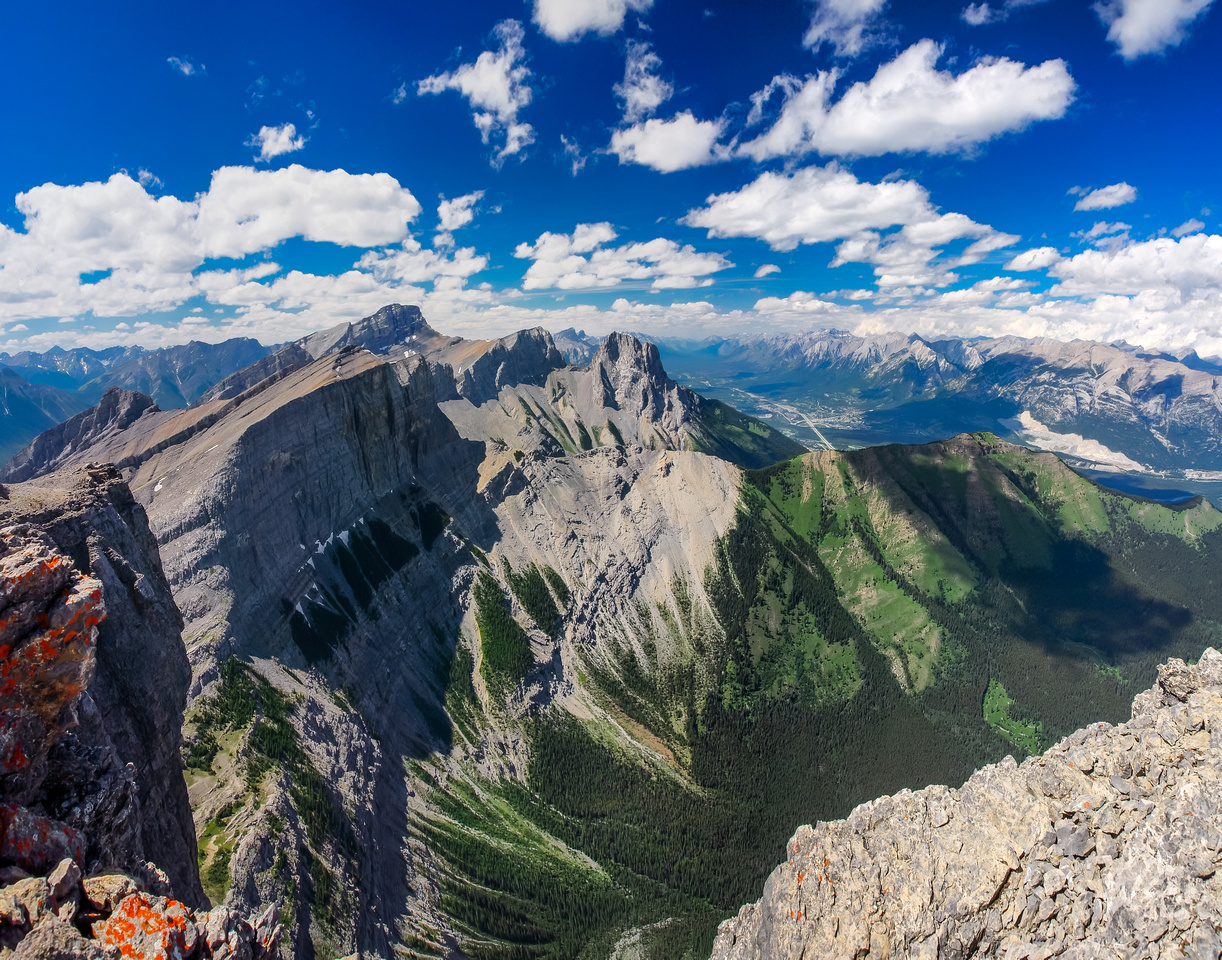 I couldn't believe how pretty the meadows of Bow Valley Wildland are from the summit of Windtower! The three sisters are visible behind The Rimwall.