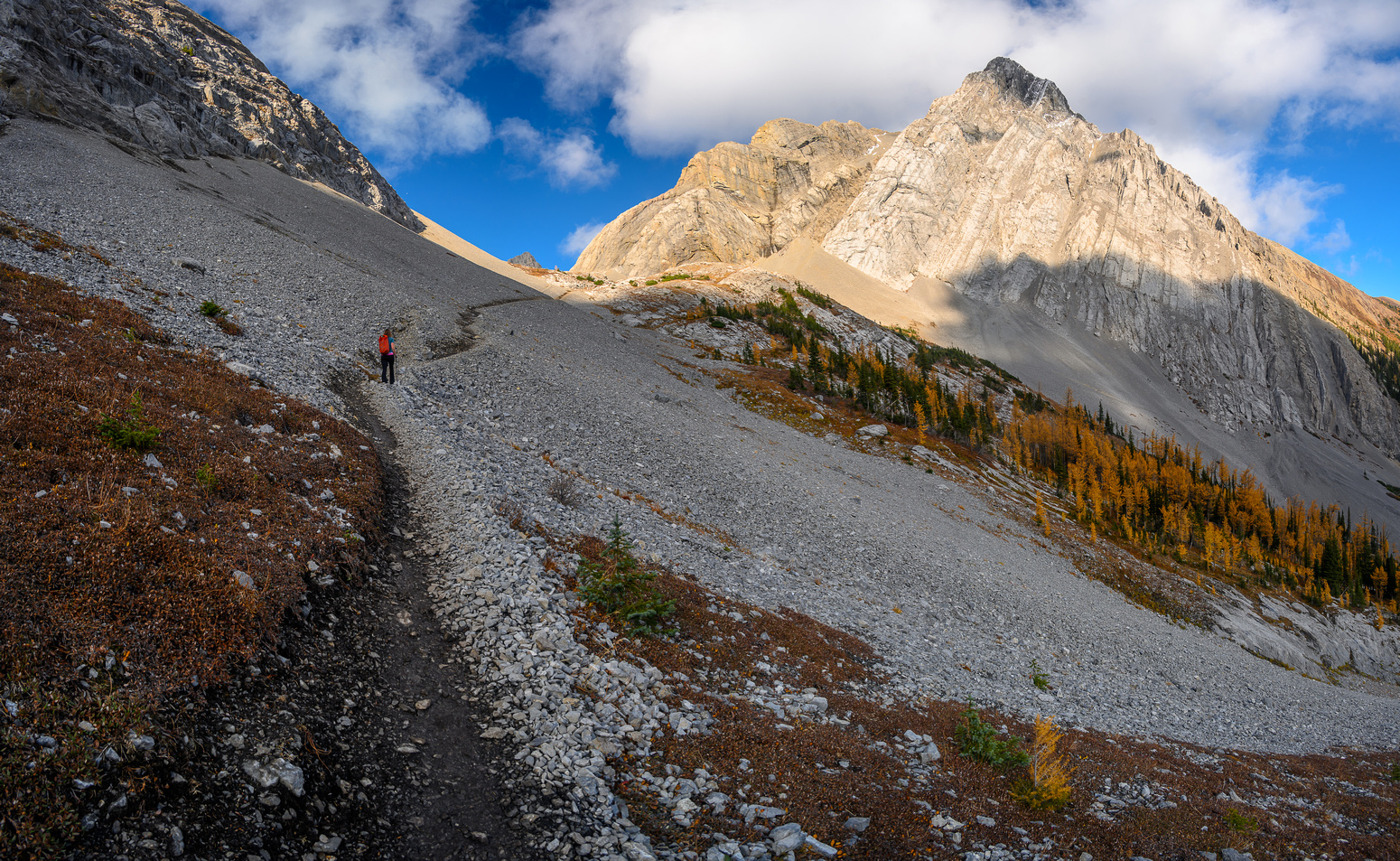 Hiking up to Smuts Pass.