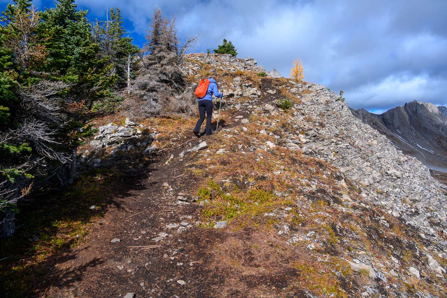 Hiking up the muddy trail on the lower SE ridge of Smutwood.