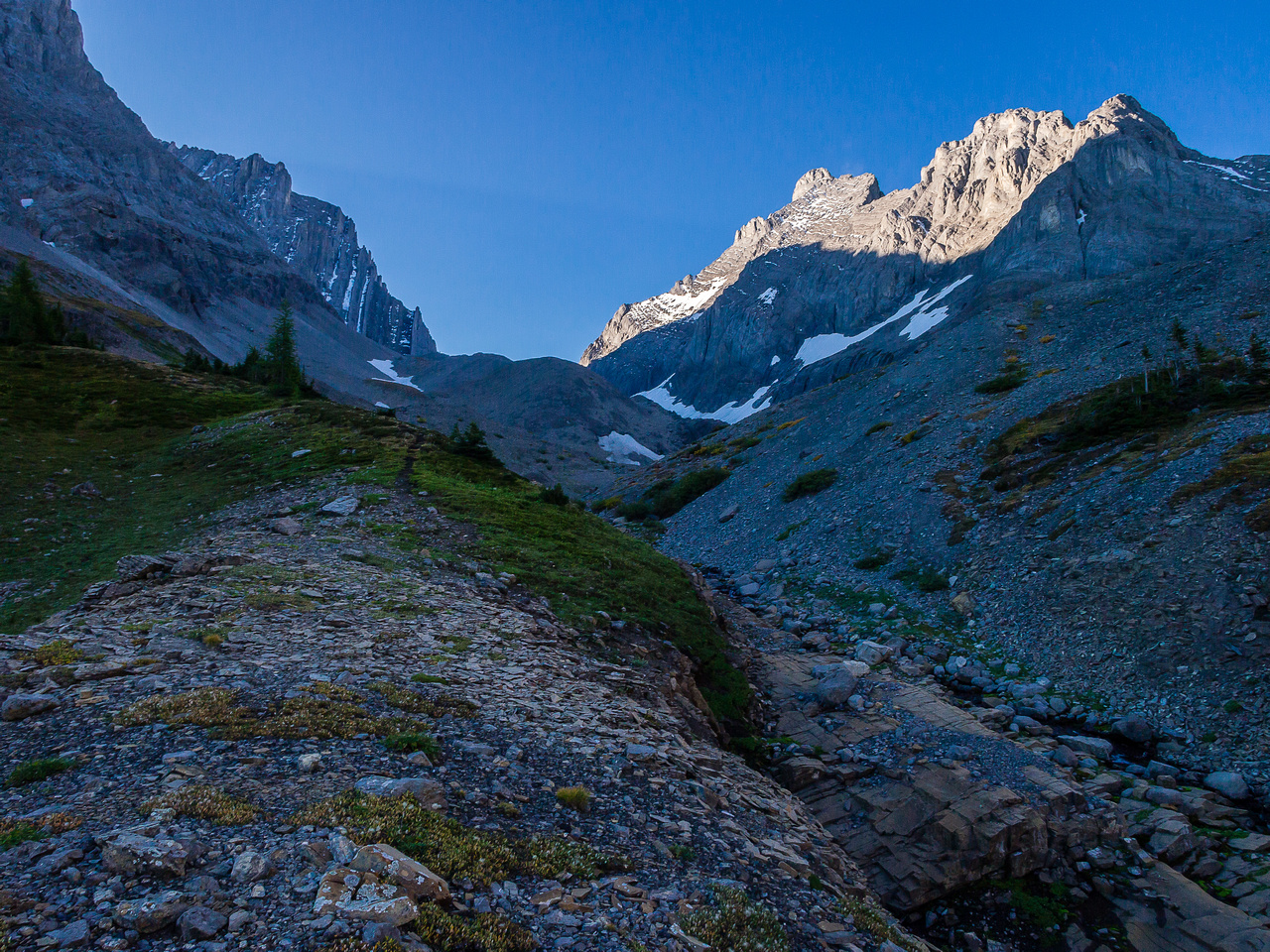 Looking up the old moraines towards the French Glacier which is still out of sight.