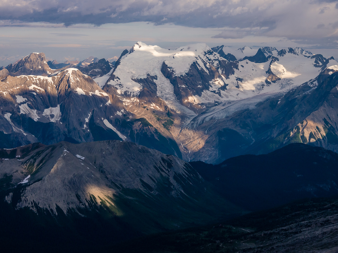 Looking over Amiskwi Lodge to the Mummery Icefield.