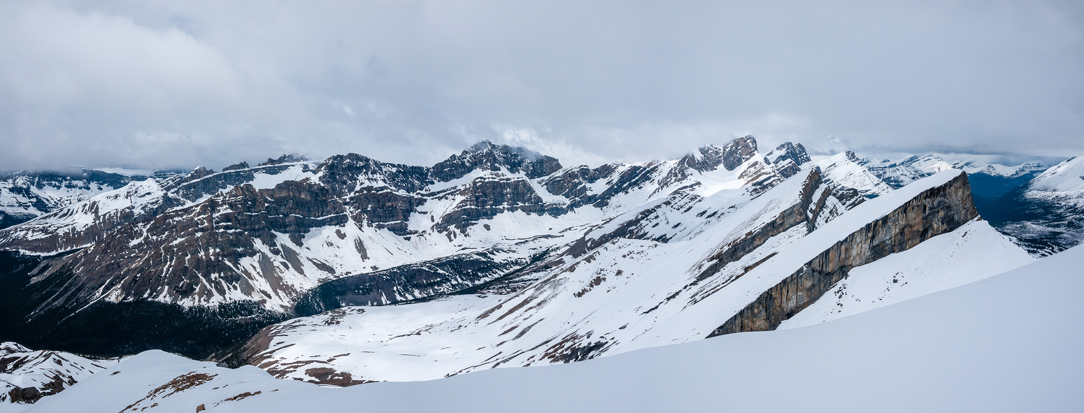 The route to the infamous Quartzite Col is up this valley to the north.