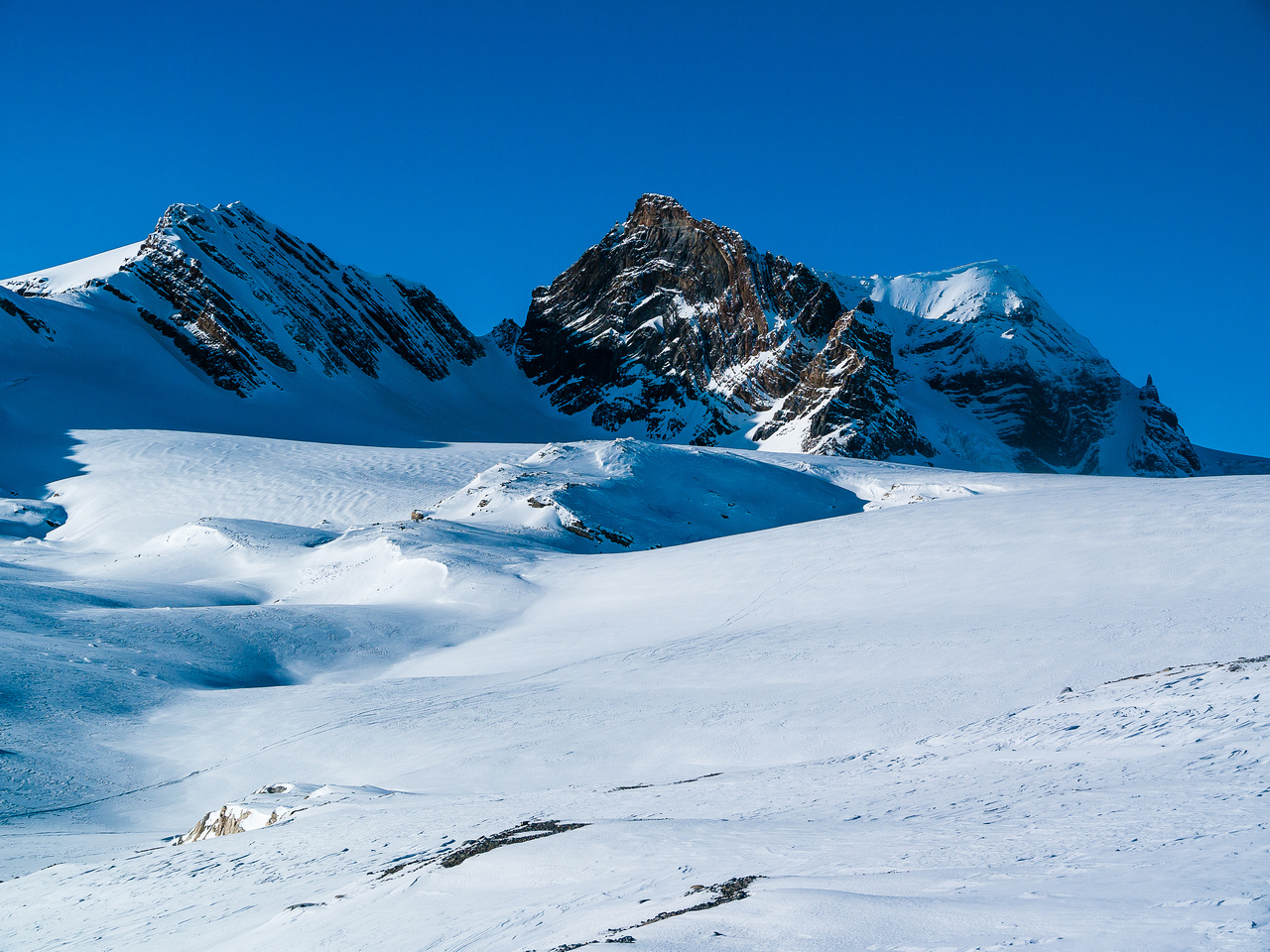 Mount Olive along with the steep couloir that can be used to access the Balfour Hut.
