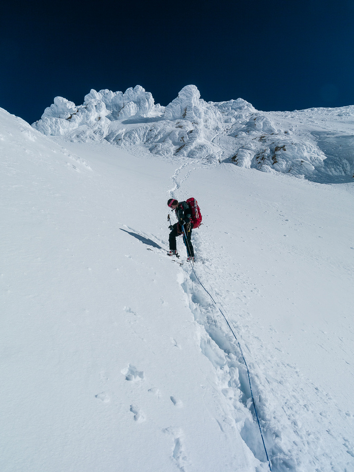 Looking back at the steep descent slopes down the SW slopes from the upper ridge to the Glacier.