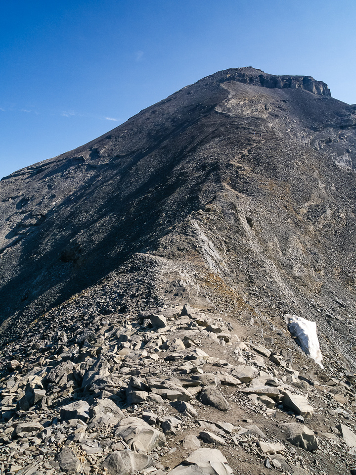 A familiar scree slog to the summit - a Rockies theme.