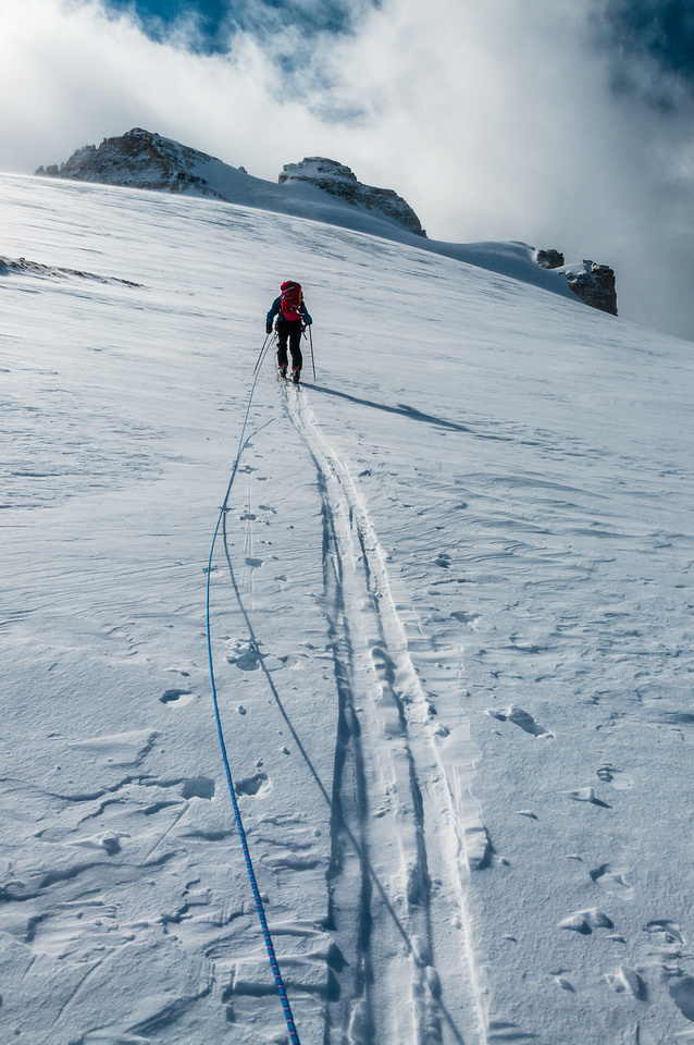 The rope is finally on as we gain the steep upper headwall under the summit block on Hector.