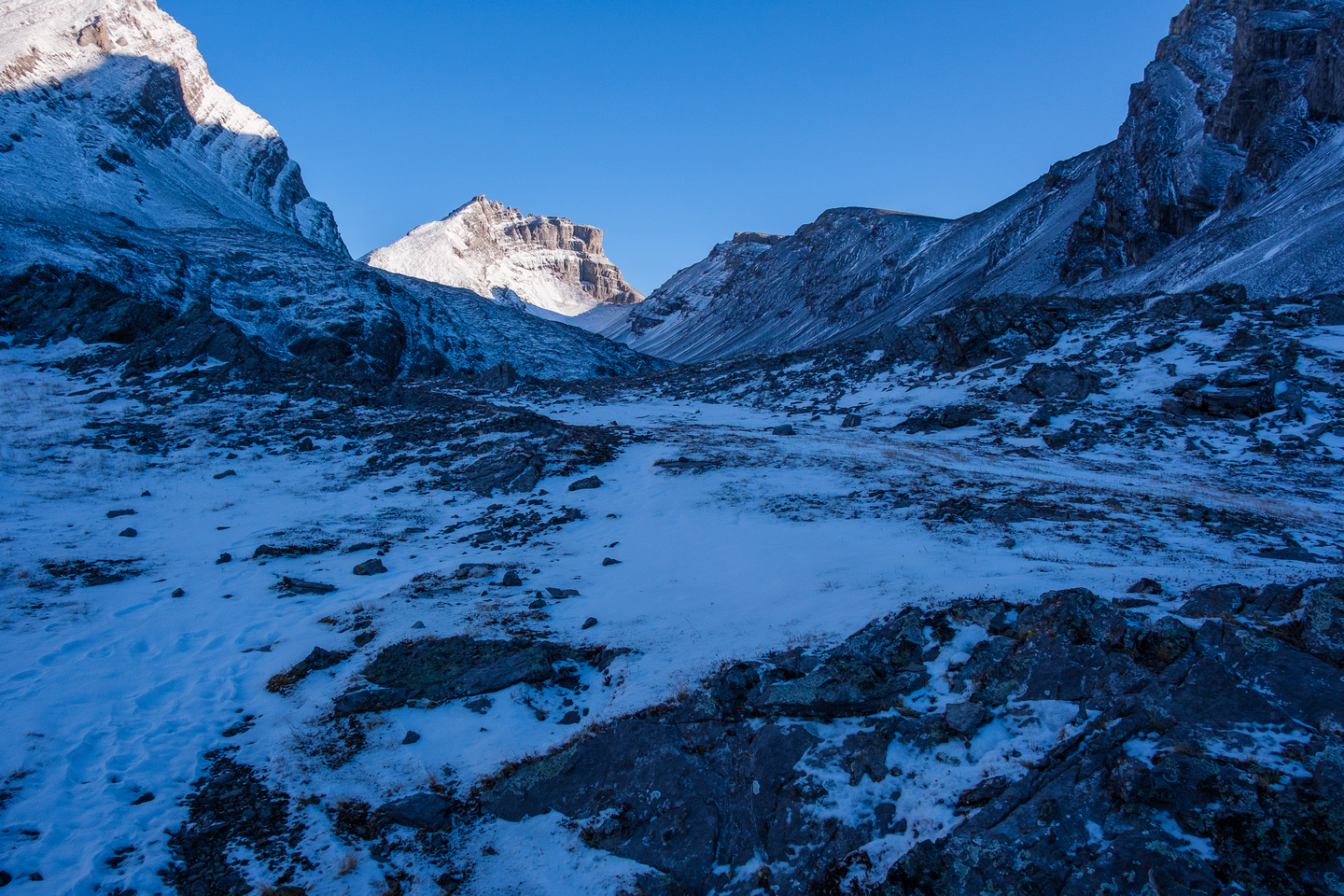Ascending to the upper Headwall Lake. The Fortress and South Outlier visible now.